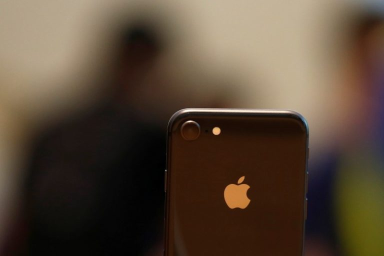 'Anemic' iPhone 8 demand drags Apple shares lower