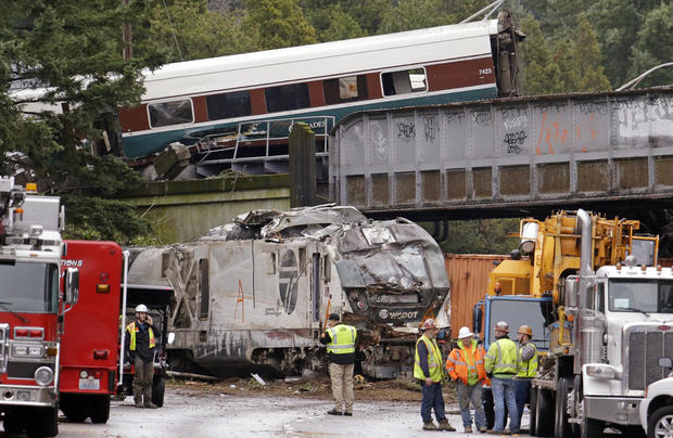 At least 3 killed in Amtrak derailment in Washington state