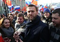 Russian police reportedly force their way into opposition leader Navalny's office