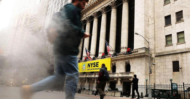 Stock futures point to sharply lower opening after Wall Street-friendly Cohn resigns