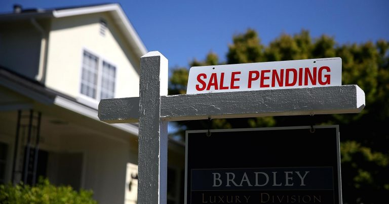 US pending home sales rise in February