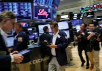 S&P 500 slips with energy shares, but financials bounce