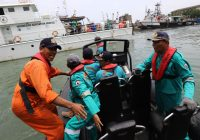 Indonesian passenger flight carrying 189 people crashes into sea