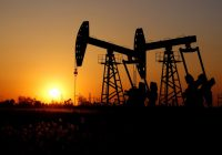 U.S. oil prices inch up amid stockpile drop, signs of easing trade tensions