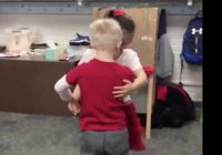 Elementary school teacher captures two students slow dancing on Valentine's Day