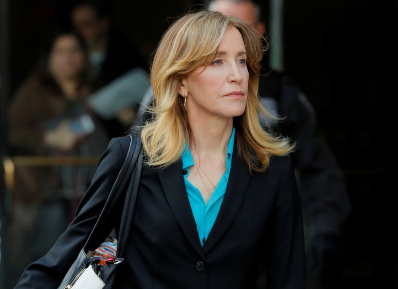 FILE PHOTO: FILE PHOTO: Actor Felicity Huffman, facing charges in a nationwide college admissions cheating scheme, leave federal court in Boston