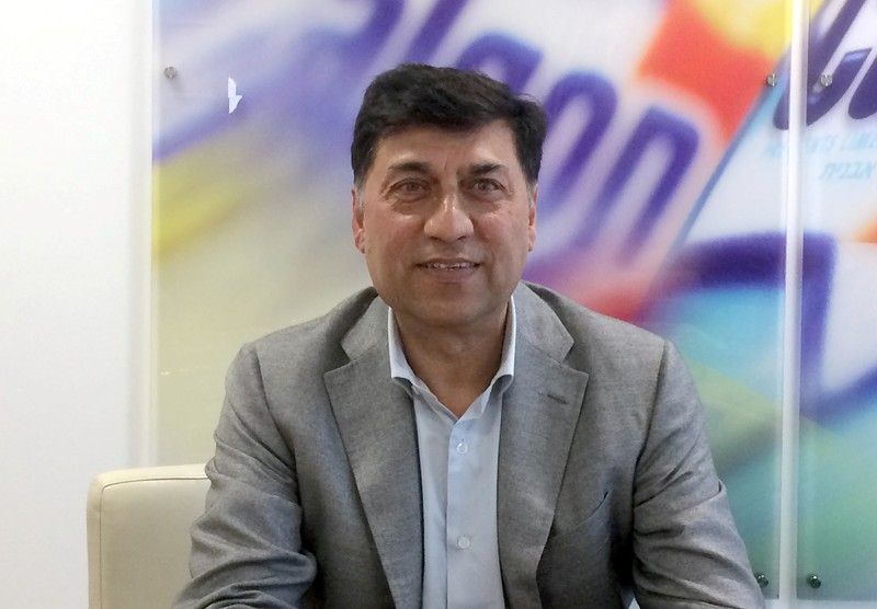 FILE PHOTO: Rakesh Kapoor, the CEO of Reckitt Benckiser, poses for a photograph at the company headquarters in Slough