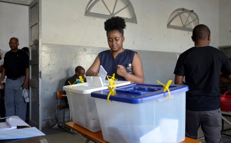 A Women casts her vote during the presidential, legislative and provincial elections in Maputo