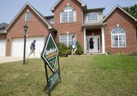 Weekly mortgage refinance applications rise, even as home purchase demand falls