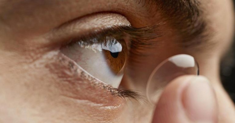 Apple should blend all its most ambitious projects into a smart contact lens