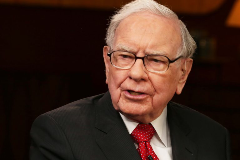 Buffett says it's 'almost certain' stocks will beat bonds over long term if rates, taxes stay low