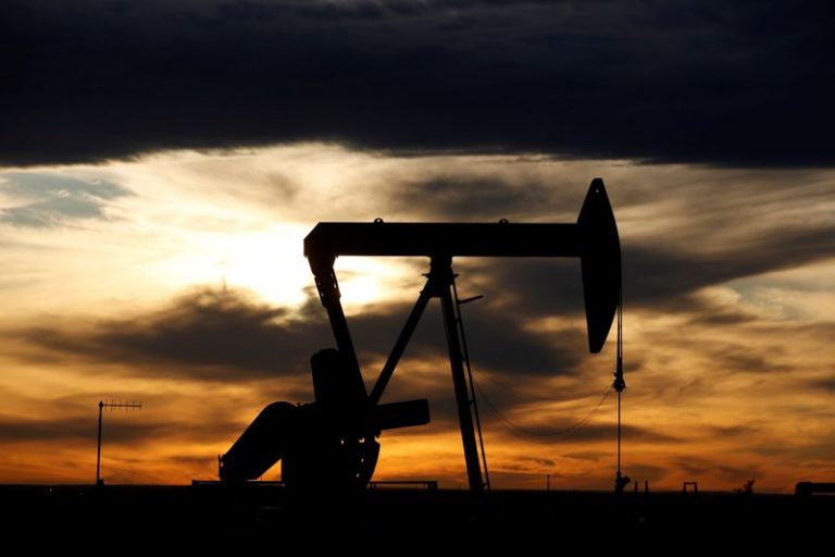 U.S. crude oil futures up 4.8%, support at $20