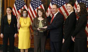 Pelosi Swears in New GOP Congressmen