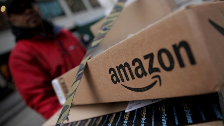 Former Amazon manager and family members charged with insider trading