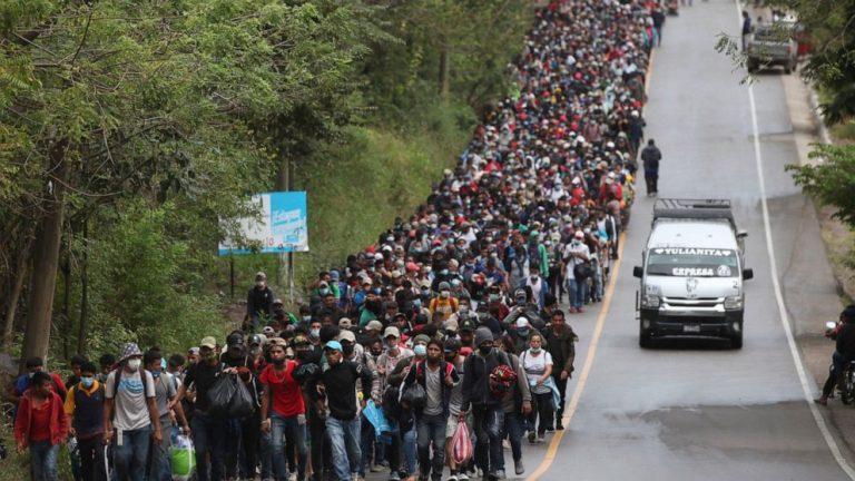 Guatemala tries blocking caravan of 9,000 Honduran migrants