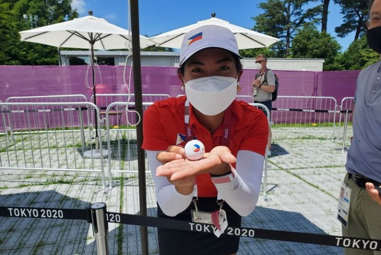 Olympics-Golf-Top women thrill in Games glory hunt after lukewarm men's event
