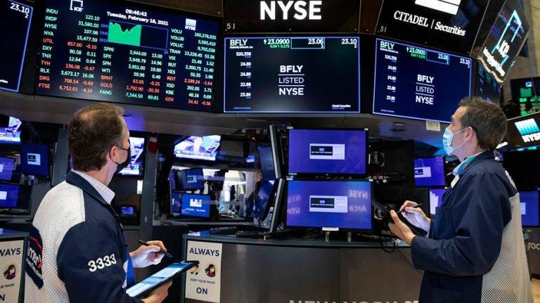 US stocks trading mixed despite solid earnings season